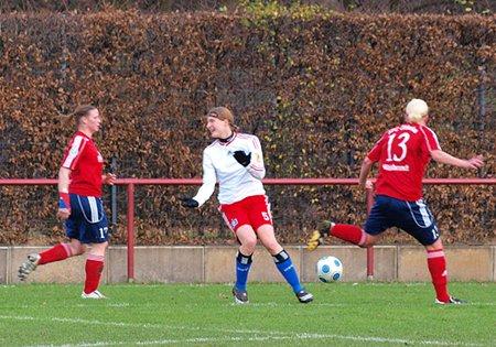 Das Bild des Spieltags: Oldesloe geht zum Ball, Patzke dreht lamentierend ab